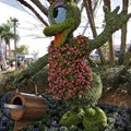Epcot International Flower and Garden Festival - Daisy Topiary near Spaceship Earth