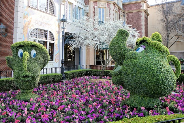 International Flower and Garden Festival - Chip and Mrs Potts topiary in France