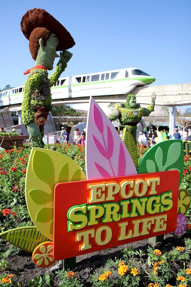 International Flower and Garden Festival - Woody and Buzz