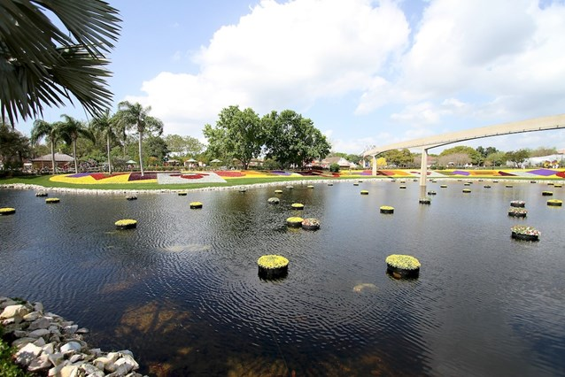 International Flower and Garden Festival - Floating gardens