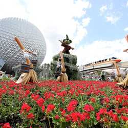 2012 Flower and Garden Festival topiary