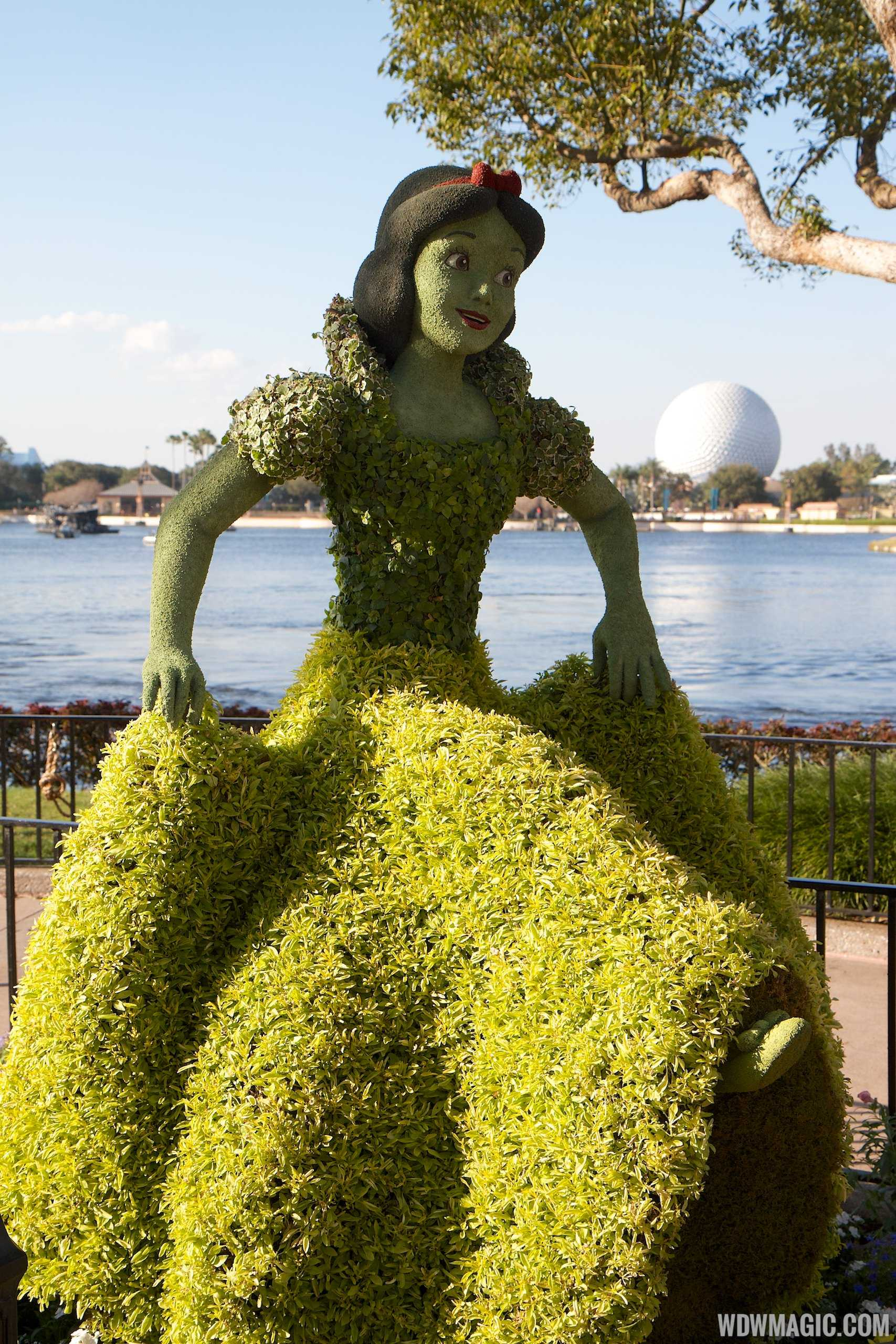 New super-realistic looking Snow White topiary for 2014