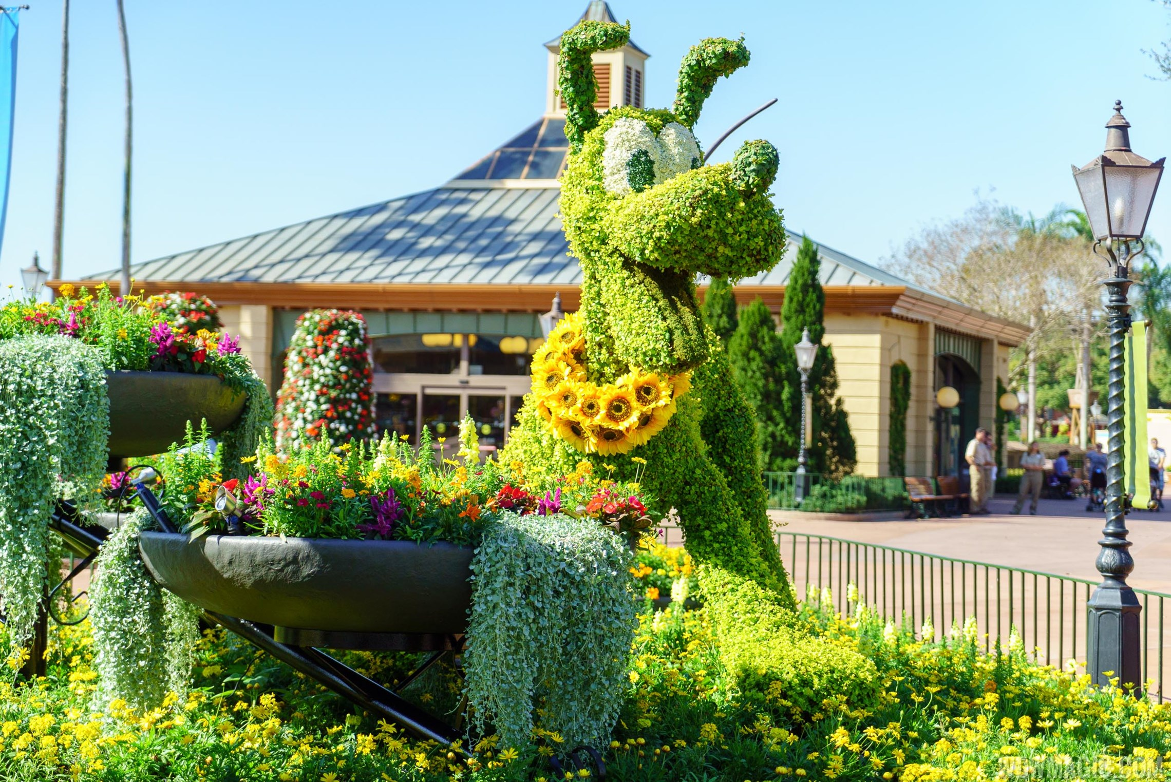 2016 Epcot International Flower and Garden Festival topiary tour 36 o