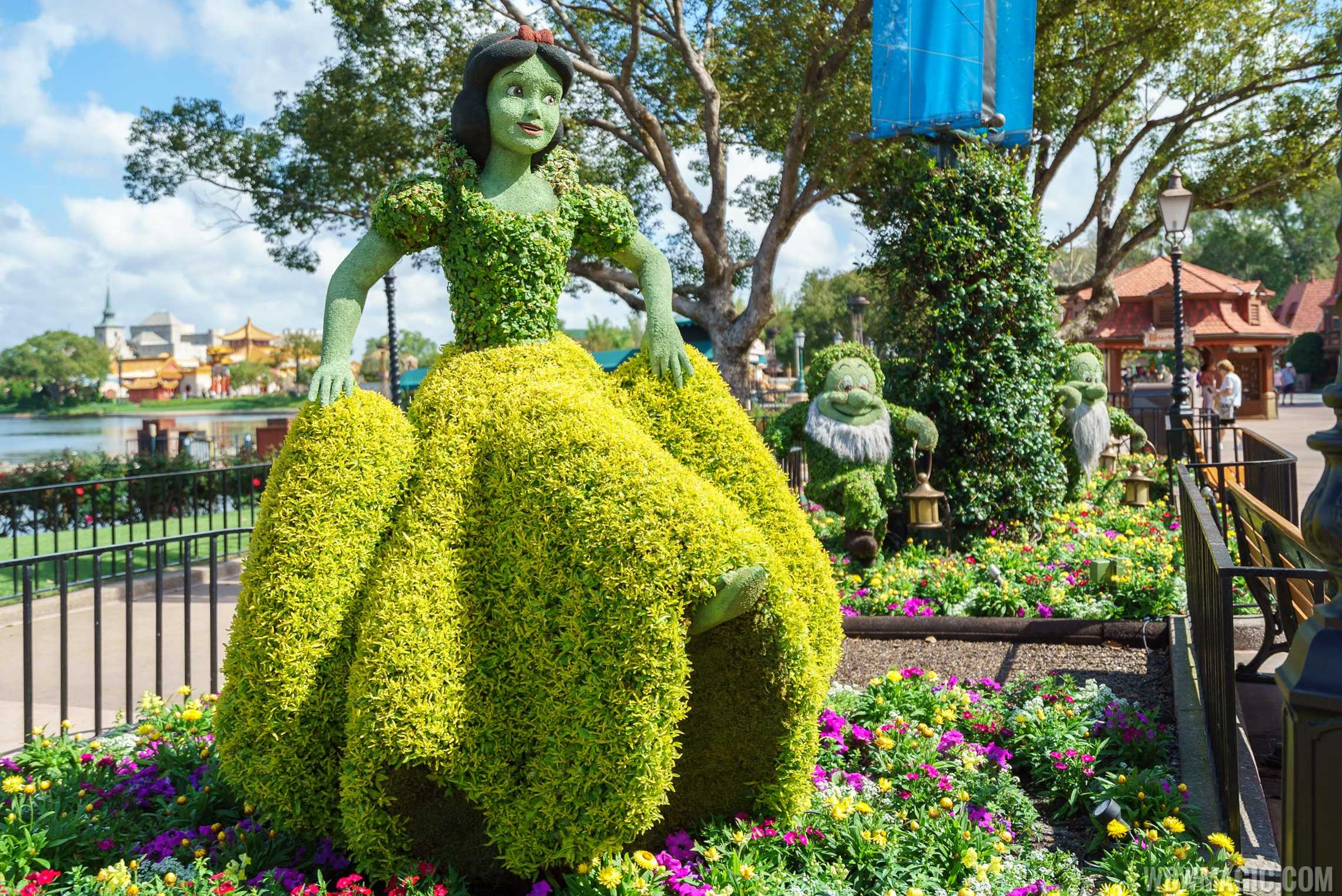 2017 Flower and Garden Festival - Snow White and the Seven Dwarfs topiaries at the Germany Pavilion