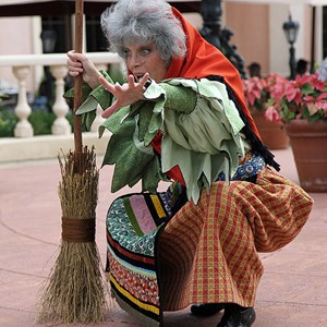 7 of 8: Holidays Around the World at Epcot - Holiday Storytellers - Italy - La Befana