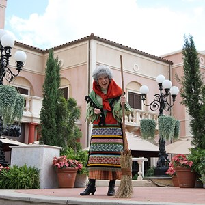4 of 8: Holidays Around the World at Epcot - Holiday Storytellers - Italy - La Befana