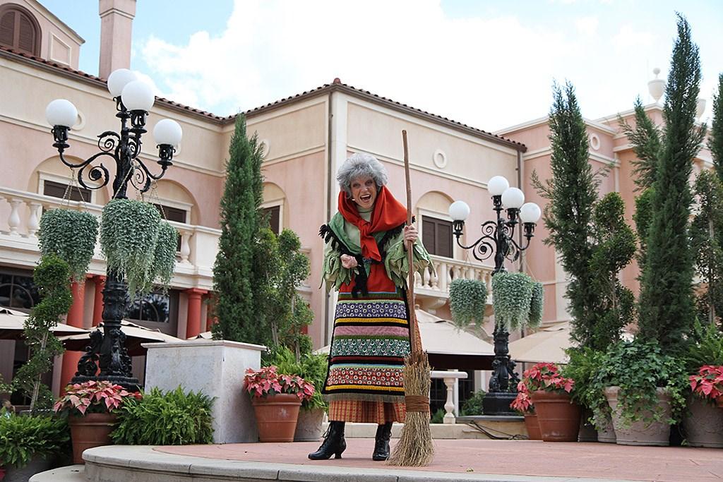 Holiday Storytellers - Italy - La Befana