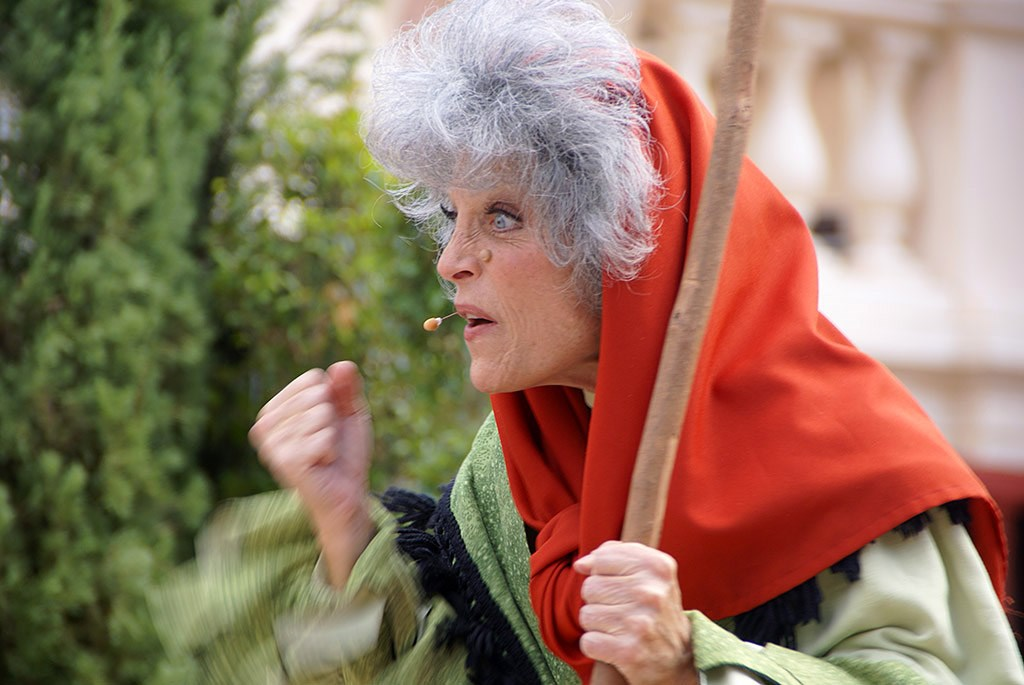 Holiday Storytellers - Italy - La Befana
