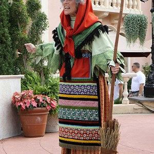 8 of 8: Holidays Around the World at Epcot - Holiday Storytellers - Italy - La Befana