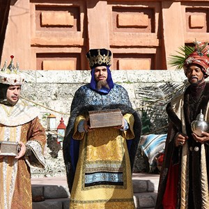 6 of 12: Holidays Around the World at Epcot - Holiday Storytellers - Mexico - Los Tres Reyes Magos
