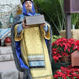 2 of 12: Holidays Around the World at Epcot - Holiday Storytellers - Mexico - Los Tres Reyes Magos