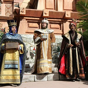 8 of 12: Holidays Around the World at Epcot - Holiday Storytellers - Mexico - Los Tres Reyes Magos