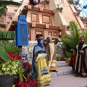 10 of 12: Holidays Around the World at Epcot - Holiday Storytellers - Mexico - Los Tres Reyes Magos