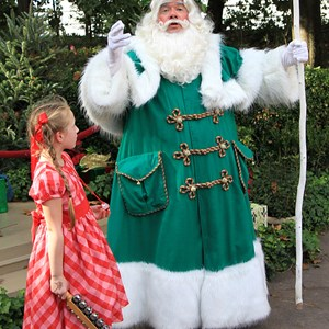 4 of 6: Holidays Around the World at Epcot - Holiday Storytellers - United Kingdom - Father Christmas