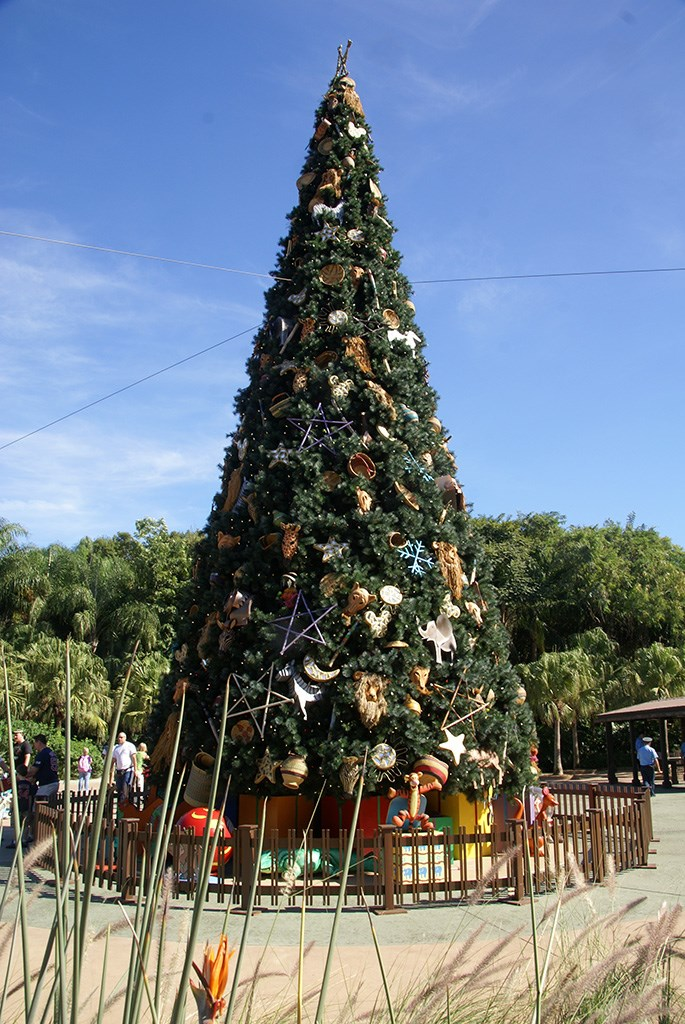 Animal Kingdom Christmas Tree 2009