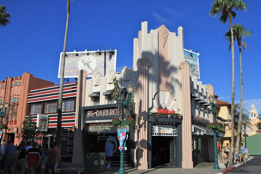 Disney's Hollywood Studios holiday decorations installation 2010