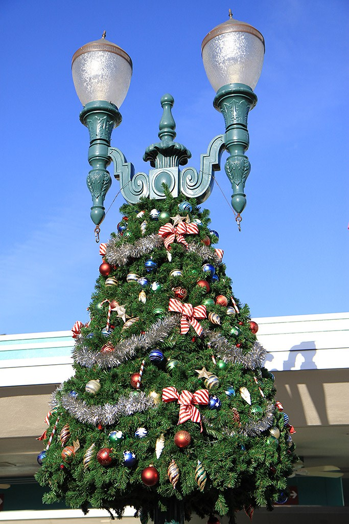 Disney's Hollywood Studios holiday decorations 2009