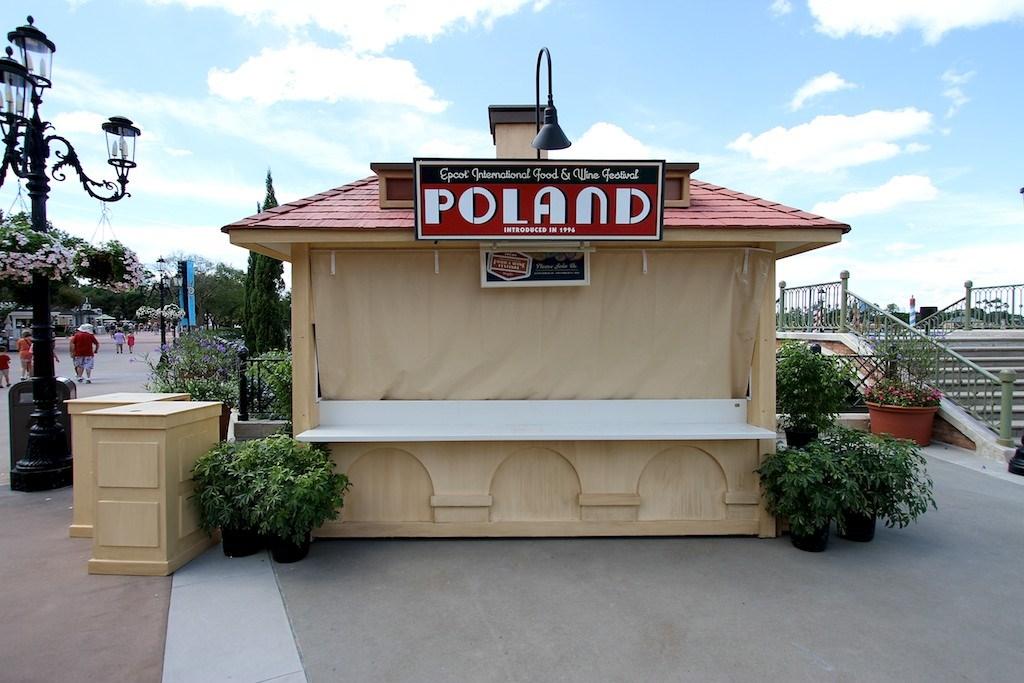 2011 Food and Wine Festival kiosks setup