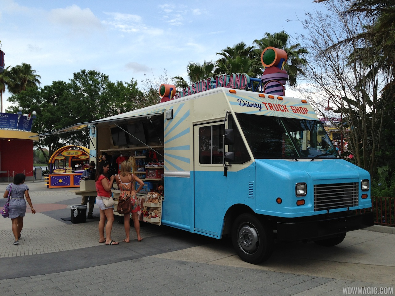 Mouse Meals on Wheels: Disney's Rolling in the Food Trucks!