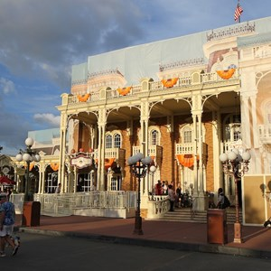 3 of 13: Mickey's Not-So-Scary Halloween Party - Halloween decorations installation