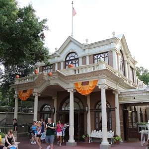 6 of 13: Mickey's Not-So-Scary Halloween Party - Halloween decorations installation