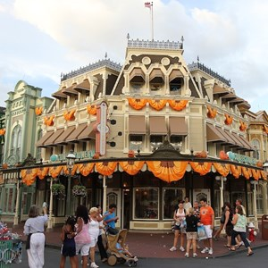 8 of 13: Mickey's Not-So-Scary Halloween Party - Halloween decorations installation