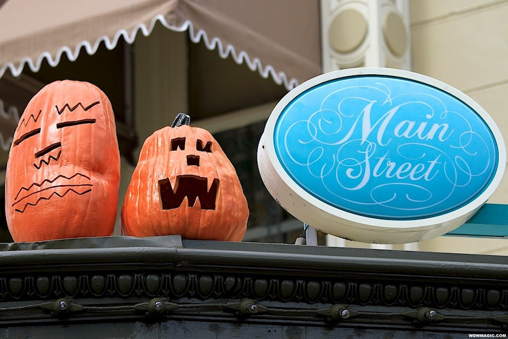 Completed Halloween decor for 2010