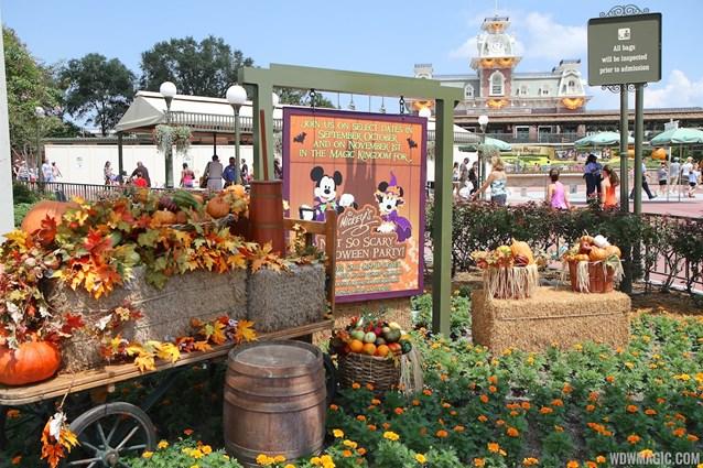 Mickey's Not-So-Scary Halloween Party - Magic Kingdom's 2013 Halloween decorations - Halloween Party display at the main entrance