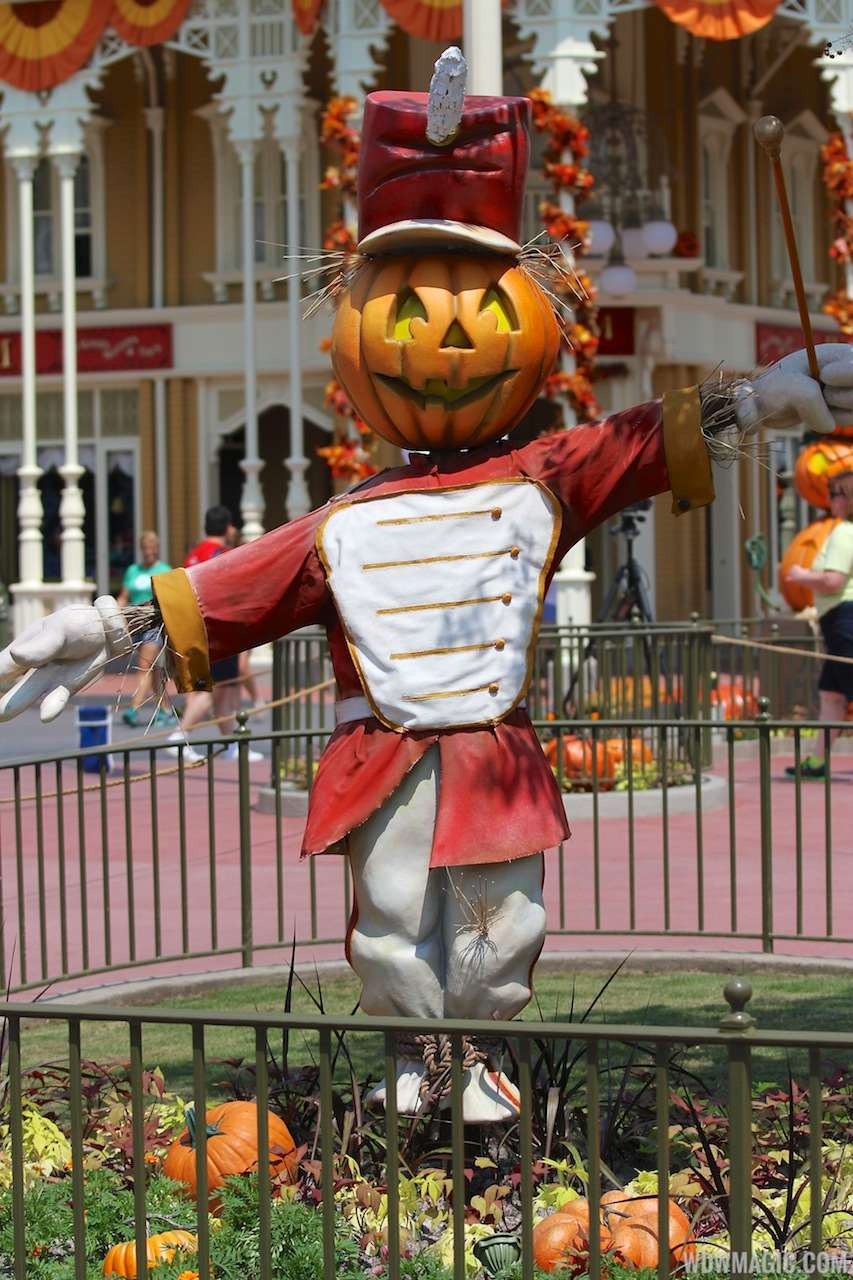 photos magic kingdoms 2013 halloween decorations