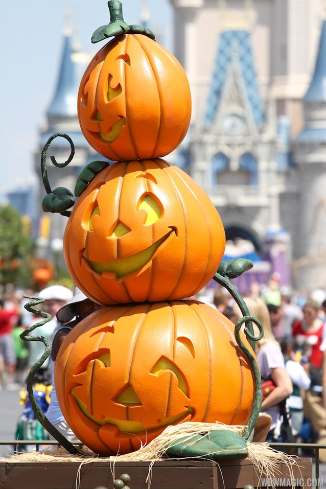 Mickey's Not-So-Scary Halloween Party - Magic Kingdom's 2013 Halloween decorations - Pumpkins in front of Cinderella Castle