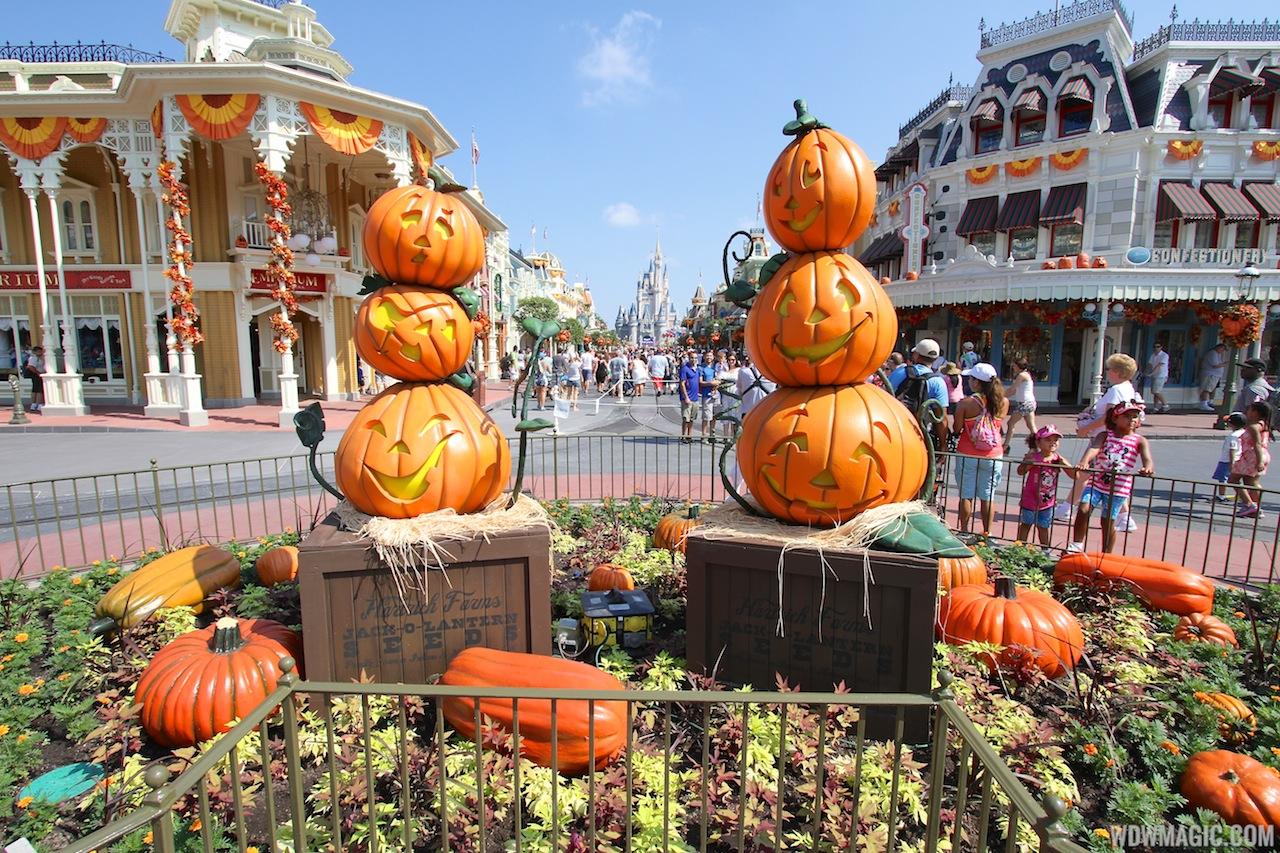 magic kingdom halloween decorations 2013 photo 10 of 40