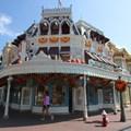 Mickey's Not-So-Scary Halloween Party - Magic Kingdom's 2013 Halloween decorations - Main Street Confectionary