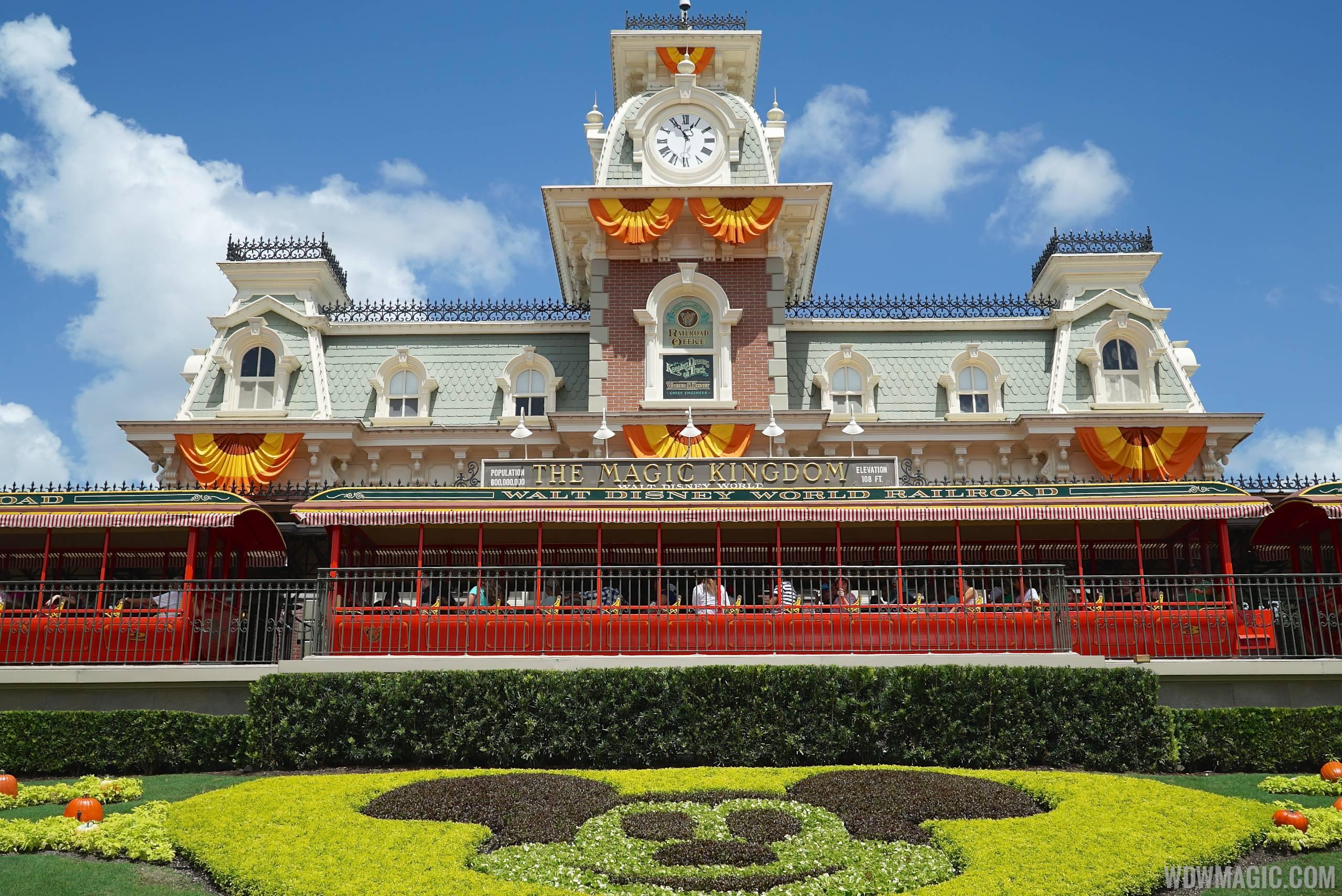 magic kingdoms fall halloween decorations 2014 photo 37 of 37 - Disney World Halloween Decorations
