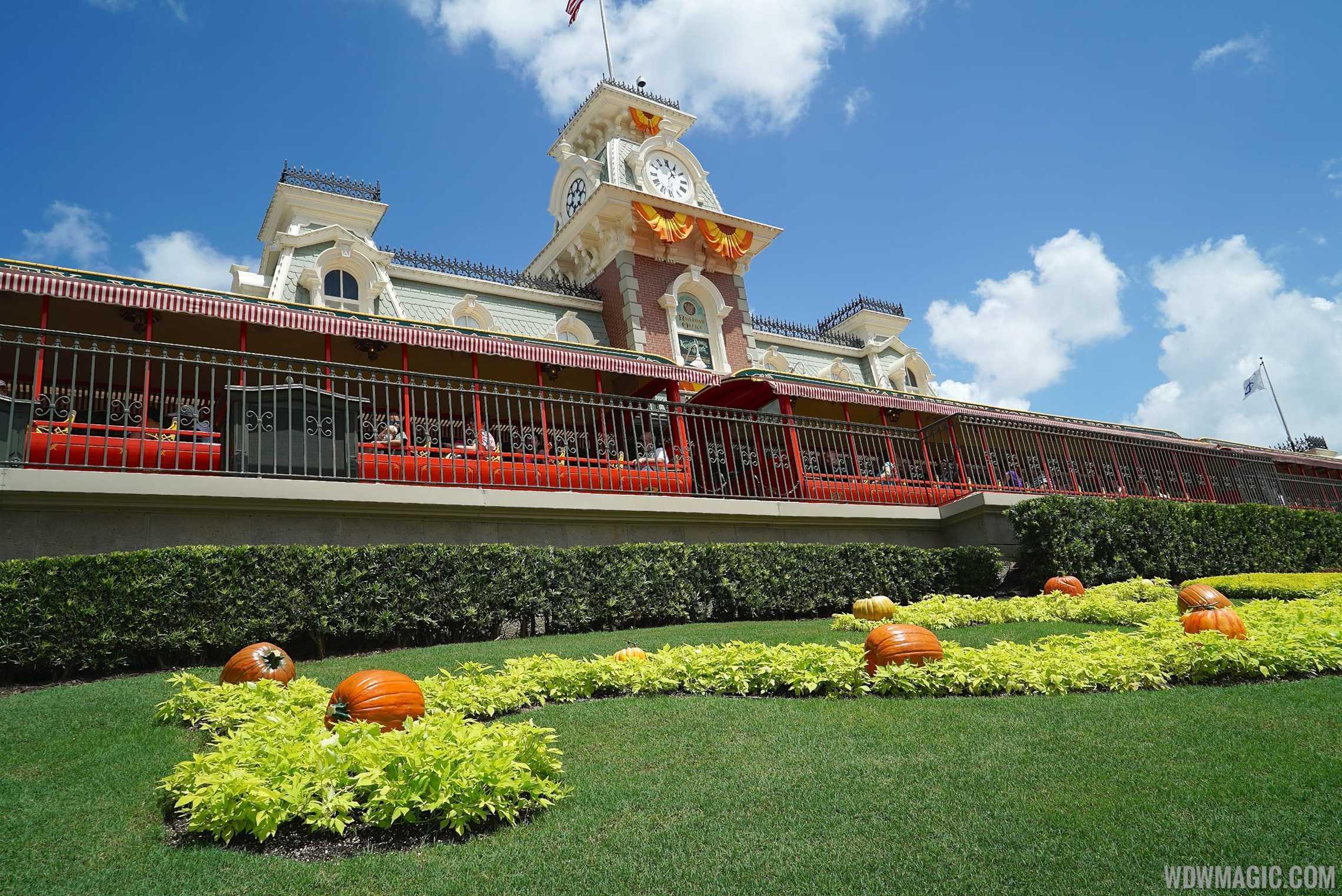 magic kingdoms fall halloween decorations 2014