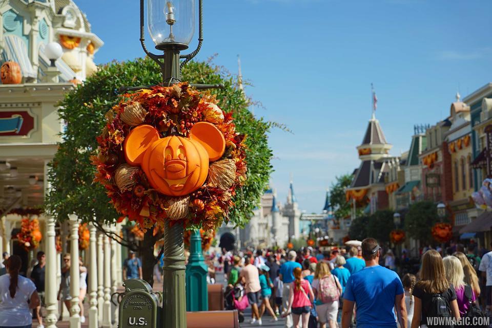 magic kingdoms fall halloween decorations 2015