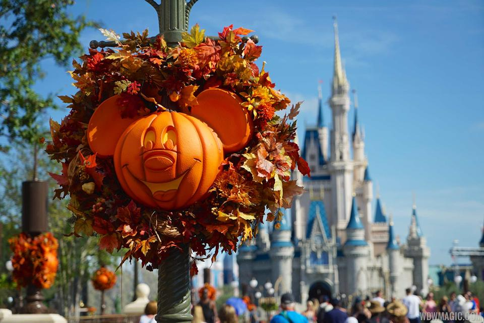 magic kingdoms fall halloween decorations 2015 - Fall Halloween Decorations