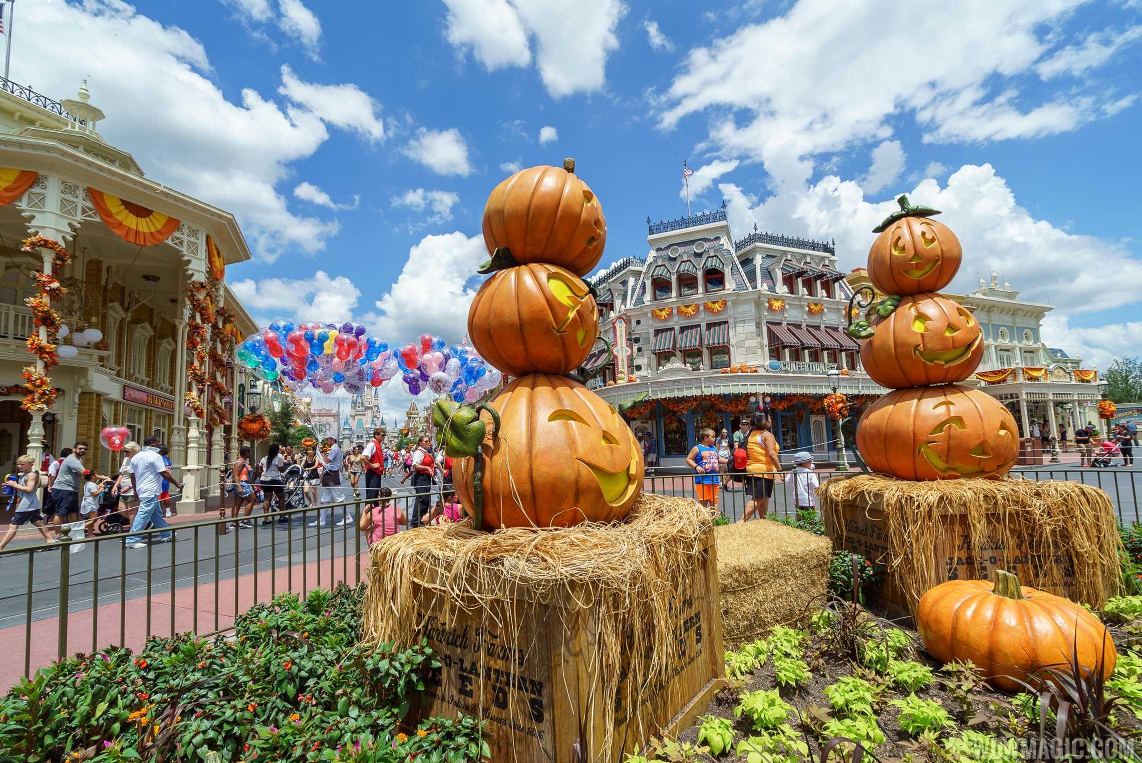 photos a look at this years magic kingdom halloween decor