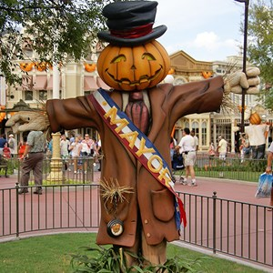 7 of 18: Mickey's Not-So-Scary Halloween Party - Halloween decorations installation