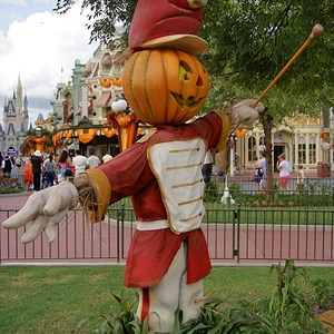 8 of 18: Mickey's Not-So-Scary Halloween Party - Halloween decorations installation