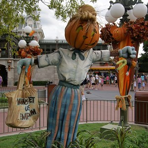 13 of 18: Mickey's Not-So-Scary Halloween Party - Halloween decorations installation