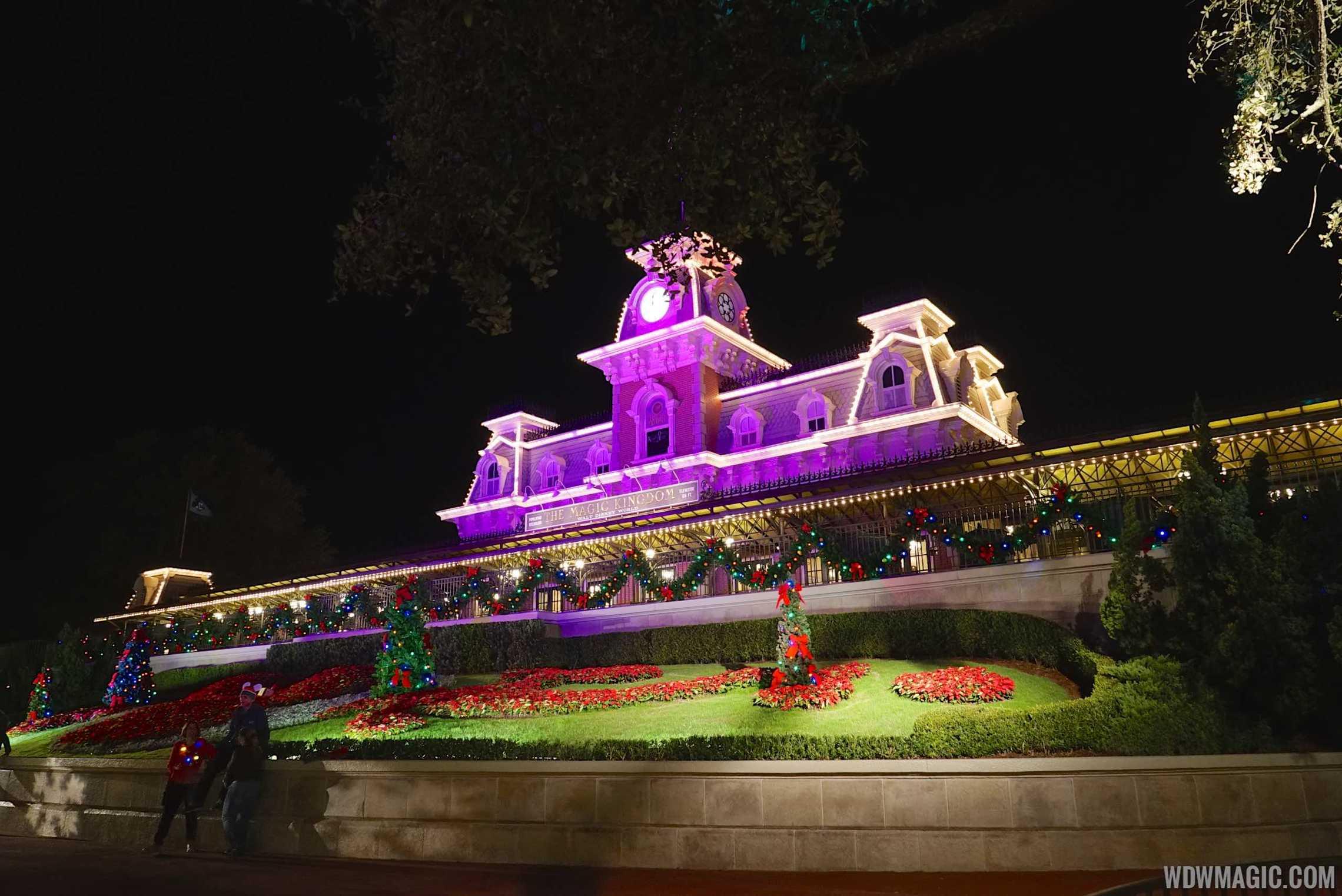 Disney world christmas decorations 2014 - Magic Kingdom Decorations
