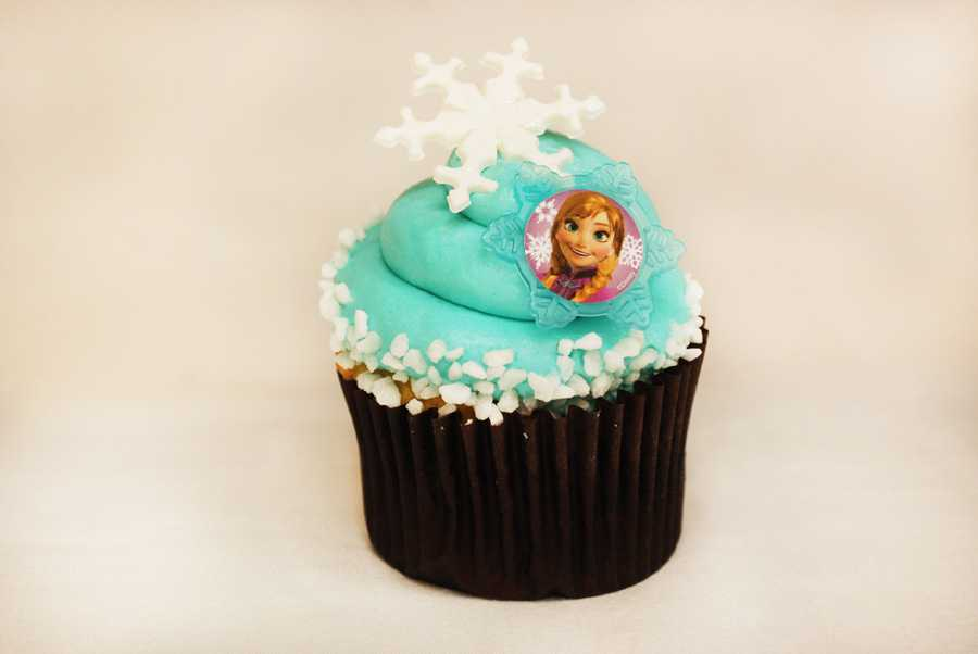 Rock Your Disney Side snacks - Frozen-themed Cupcake