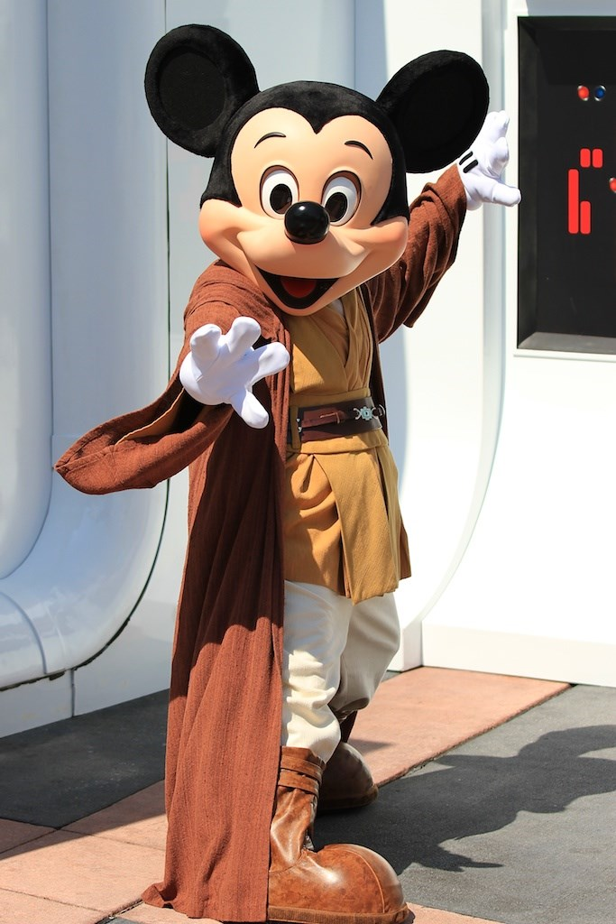 Star Wars Weekends 2010 entrance area and walk-around characters