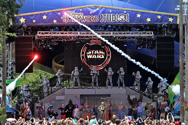 Star Wars Weekends - Celebrity welcome on the event stage