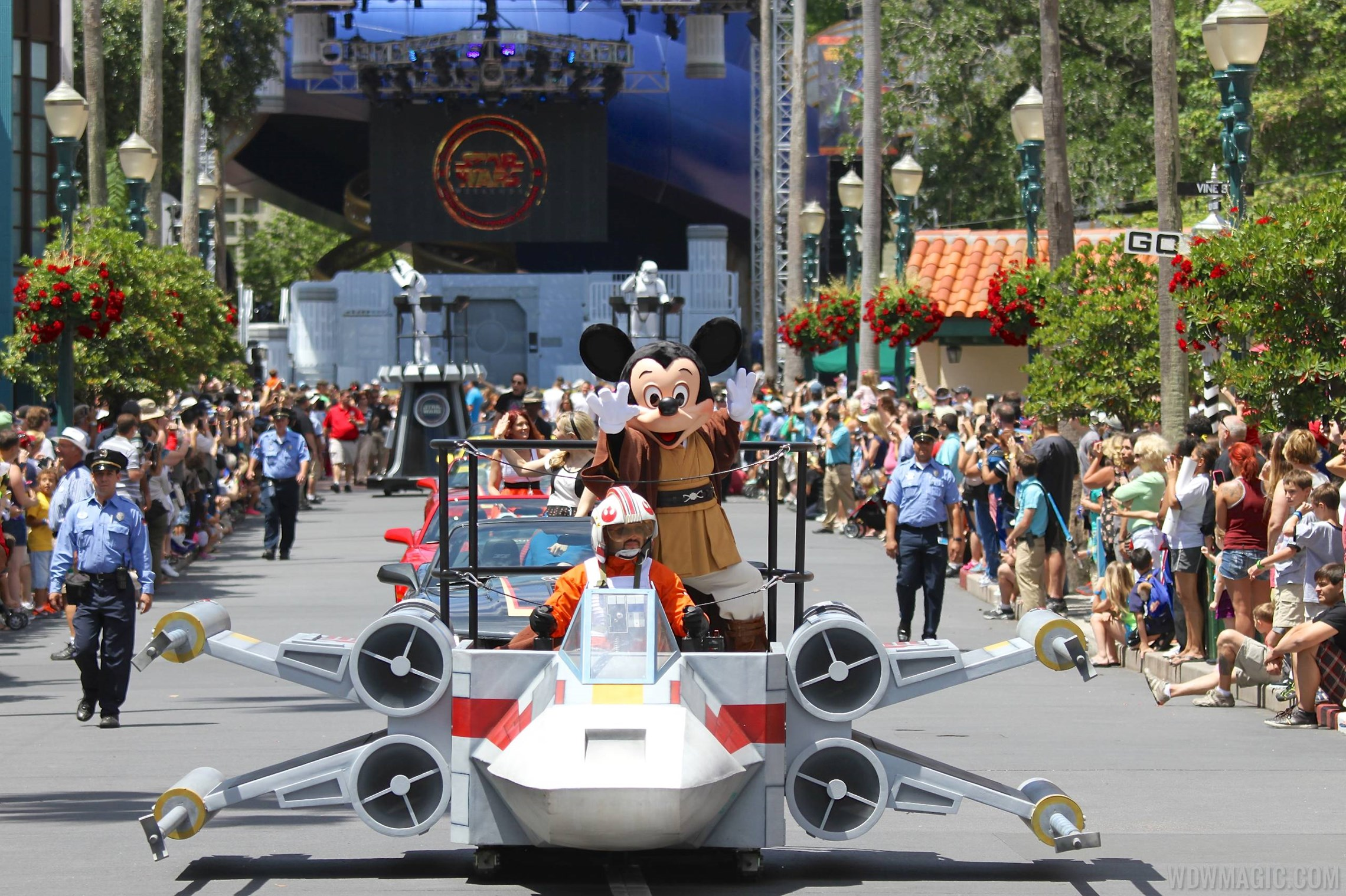 2014 Star Wars Weekends - Weekend 1 Legends of the Force motorcade celebrities