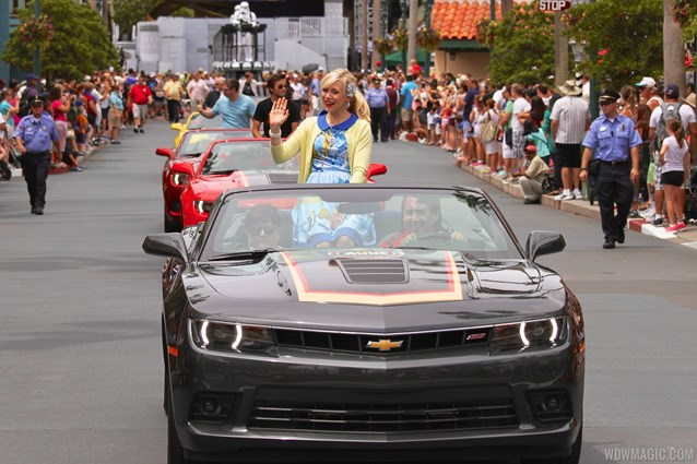 Star Wars Weekends - 2014 Star Wars Weekends - Weekend 3 Legends of the Force motorcade celebrities - Ashley Eckstein