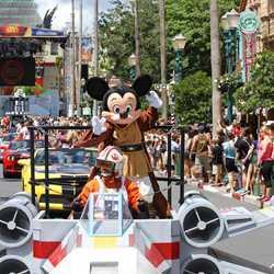 2015 Star Wars Weekends - Weekend 3 Legends of the Force motorcade celebrities