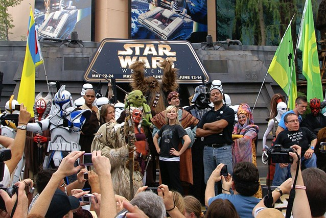 Star Wars Weekends - 2009 Star Wars Weekends Celebrity Welcome at the Event Stage - Ray Park (Darth Maul), Warwick Davis (Wicket the Ewok),  James Arnold Taylor (voice of Obi-Wan in Star Wars: The Clone Wars), Ashley Eckstein (voice of Ahsoka Tano in Star Wars: The Clone Wars), Jay Laga'aia (Captain Typho).