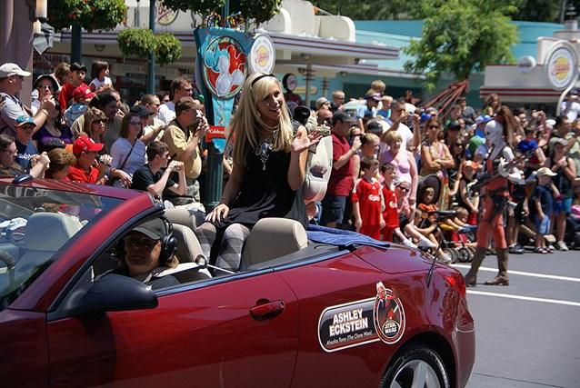Star Wars Weekends - 2009 Star Wars Weekends Celebrity Motorcade - Ashley Eckstein (voice of Ahsoka Tano in Star Wars: The Clone Wars)