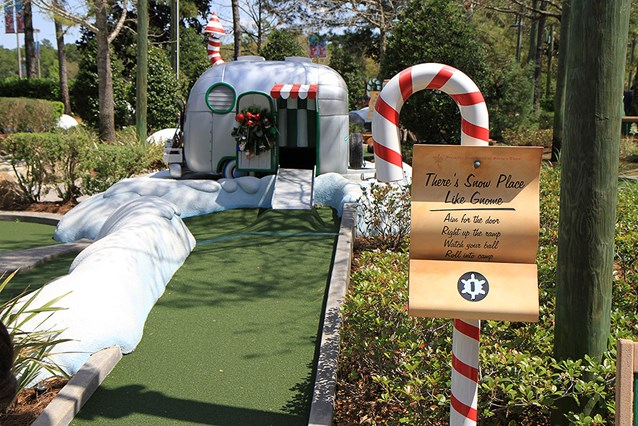 Winter Summerland Mini Golf - Hole 1